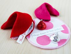 Those who give love get love! Write sentiments on slips of paper and tuck them inside handmade felt fortune cookies. With 3 materials, make these customizable beauties with different fabric patterns and colors. While chocolate is always a classic gift, this new take on a typical Valentine card creates a new gesture that goes a long way.