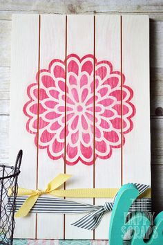 The Happy Scraps: DIY Dahlia Flower Decor - beautiful pallet art