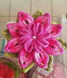 flores grandes a crochet patrones Crochet Puff Flower, Crochet Flower Patterns, Flower Applique, Crochet Flowers, Crochet Storage, Diy Crochet, Irish Crochet, Crochet Doilies, Knitted Bunnies