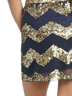 Black and gold sequin chevron skirt. Fashion Mode, Look Fashion, Fashion Beauty, Womens Fashion, Fashion Ideas, Chevron Skirt, Gold Skirt, Sequined Skirt, Sparkle Skirt