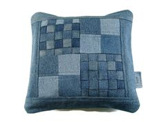 Denim Pillow Cover, 14 x 14 Decorative Pillow Cover, Upcycled Recycled Repurposed Denim, Woven Patchwork Jean Pillow Cover, Accent Pillow Denim Kissen Abdeckung 14 x 14 dekorative von SuzqDunaginDesigns Artisanats Denim, Denim Scraps, Patchwork Jeans, Patchwork Pillow, Denim Quilts, Denim Ideas, Decorative Pillow Covers, Accent Pillows, Upcycle