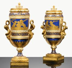 c1775 A PAIR OF SÈVRES SOFT-PASTE PORCELAIN COVERED VASES, 18TH CENTURY, CIRCA 1775 10,000 — 15,000 EUR 11,389 - 17,083USD Lot. Vendu 11,875 EUR (13,524 USD) (Prix d'adjudication avec commission acheteur)