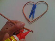 Môj postup na srdiečko 7 Newspaper Crafts, Origami, Paper Straws, Paper Mache, Paper Crafting, Journaling, Step By Step, Hearts, Tejidos