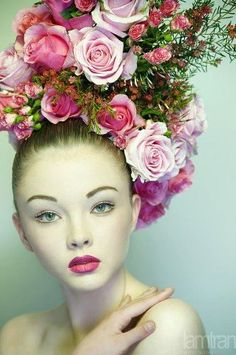 Fun over the top pink rose flower crown bridal hair ideas Toni Kami ⊱✿⊰ Flowers in her hair ⊱✿⊰ corona halo Moda Floral, Arte Floral, Floral Fashion, Modern Fashion, Spring Racing Carnival, Look Rose, Floral Headdress, Fascinators, Headpieces