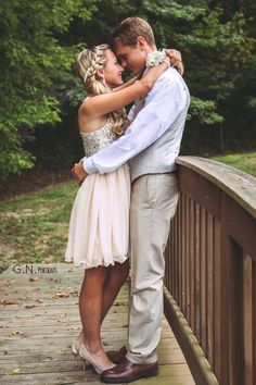 Alicia and tyler's homecoming pictures homecoming prom pictu Cute Homecoming Pictures, Homecoming Poses, Prom Pictures Couples, Prom Couples, Prom Poses, Couple Pictures, Teenage Couples, Homecoming Nails, Prom Picture Poses
