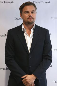 Leonardo DiCaprio announces major new climate commitment in NYC Hollywood Stars, Hollywood Actor, Angelina Jolie, Evolution Of Fashion, 90s Fashion, Male Fashion, Beautiful Men, Hey Gorgeous, Hot Guys