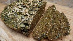 Das Paleo Körnerbrot: glutenfrei, laktosefrei, zuckerfrei. Schmeckt und macht satt! Ganz einfach nachzubacken. Für alle, die gesund Brot backen wollen.
