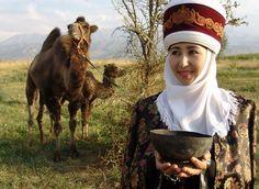 A beautiful Kyrgyz woman of Kyrgyzstan_(tracingtea images)