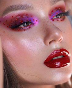 breakout summer makeup trends that will be huge after quarantine - vinyl lips Makeup Trends, Makeup Inspo, Makeup Inspiration, Beauty Makeup, Hazel Eye Makeup, Makeup For Green Eyes, Hazel Eyes, Diy Beauty Treatments, Carnival Makeup