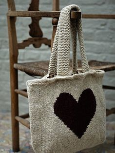 Love Heart Bag from The Rowan Winter Warmers book. Knitted Heart, Knitted Bags, Knit Bag, Knitting Projects, Knitting Patterns, Crochet Patterns, Laine Rowan, Rowan Yarn, Rowan Knitting