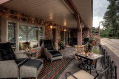 This amazing Black Hills cabin is located in Deadwood, a true retreat! #BlackHillsRetreats #DeadwoodRetreats #amazingvacationhomes #Greatvacationhomes
