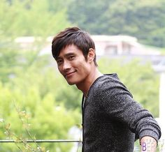 He has such a great smile! Lee Byung Hun