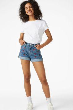 0e247039c3 Classic high-waist, hip-hugging deim shorts in 100% organic cotton denim