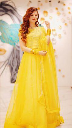 Asian Wedding Dress Pakistani, Beautiful Pakistani Dresses, Pakistani Fashion Party Wear, Beautiful Maxi Dresses, Pakistani Dress Design, Stylish Dresses, Fashion Dresses, Wedding Dresses For Girls, Indian Wedding Outfits