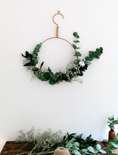 8 Remarkably Sophisticated Holiday Wreaths via @PureWow