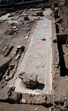 Peribthos bazilikası/Marmara Ereğlisi/Tekirdağ/// İ.S. 6. yüzyıla ait Perinthos Bazilikası'nın (Hıristiyanlığa geçişte ilk Bizans dönemi kilisesi) olduğu görülmektedir.Perinthos bazilikasındaki yaklaşık 400 metrekarelik mozaik döşemesinin bugüne kadar Trakya'da bulunan en büyük mozaik olduğu tespit edilmiştir.
