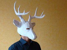 Daag uzelf uit en u zult verrast zijn... Grote en mooie Halloween party papier masker.  DIY sjabloon voor herten papier masker.  LINK naar STEP BY STEP PDF bestand downloaden te inspecteren en te beoordelen de complexiteit van het masker: https://drive.google.com/open?id=0B68rZXo01jmMb0hYNFFCMmxOcmc  Deze papercraft sjabloon een digitale onmiddellijke download PDF-bestand.  U nodig hebt: een printer, dik papier (160 g/m2 of dikker), utility mes of schaar en lijm.  Te passen van de volwassen…