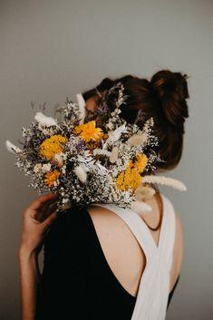 un bouquet aux teintes chaleureuses et naturelles. Pour une déco durable.