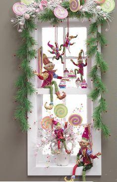 Mesmerizing and Easy Christmas Window Decorations Christmas Celebrations Whimsical Christmas, Noel Christmas, Christmas Projects, Winter Christmas, All Things Christmas, Vintage Christmas, Christmas Wreaths, Christmas Candy, Elegant Christmas