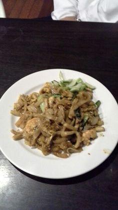 Fried noodles seafood