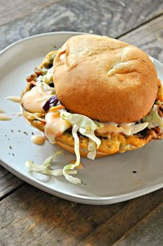 These vegan buttermilk fried mushroom sandwiches are lightly battered, fried to golden perfection and served on a bun with sweet and spicy mayo and greens! Battered Mushrooms, Fried Mushrooms, Stuffed Mushrooms, Tofu Sandwich, Fried Chicken Sandwich, Vegan Sandwiches, Vegan Vegetarian, Vegetarian Recipes, Vegan Food