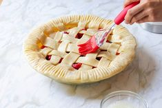 Looking for pie recipes? If you want some dessert recipes you can try and serve to your family, make this triple berry pie recipe. It's a great dessert idea Diy Dessert, Great Desserts, Berry Smoothie Recipe, Smoothie Recipes, Pie Recipes, Dessert Recipes, Triple Berry Pie, Tolle Desserts, Berry Cobbler