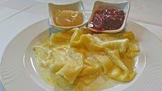 Zum Fasten gehört heute für viele dazu, auf Süßigkeiten zu verzichten. Doch ursprünglich war es nur ein fleischlose Zeit - und keine, in der man sich jeden Genuss verweigerte. Deshalb gab und gibt es in der Fastenzeit ganz besondere Süß- beziehungsweise Mehlspeisen, die später im Jahr kaum mehr auf den Tisch kamen, wie zum Beispiel die Rupfhauben. Thai Red Curry, Food Porn, Food And Drink, Desserts, Ethnic Recipes, Muffins, Finger Food, Chocolate Candies, Noodles