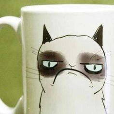 Antes do café... Você conhece alguém assim? #LombasCafe