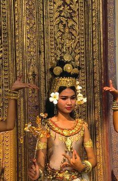 Thai Dancer ~ see hands...: