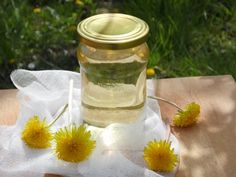 Gyermekláncfű szörp Taraxacum Officinale, Hungarian Recipes, Ketchup, Preserves, Pickles, Mason Jars, Vase, Punk, Canning