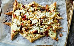 Frugt flammkuchen Nem og hurtig - brug årstidens frugt og rester af tørret frugt og nødder.
