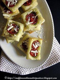 Sfogliatine con pesto, pomodorini e ricotta salata | Flickr