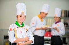 Dạy nấu ăn ngon tại khóa học nấu ăn của Hướng Nghiệp Á Âu