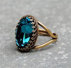 Dark Teal Blue Crystal Cocktail Ring Crown Ring por MASHUGANA