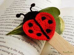 Items similar to Crochet bookmark - Green owl on Etsy Love Crochet, Crochet Gifts, Crochet Yarn, Crochet Toys, Crochet Ladybug, Crochet Butterfly, Crochet Flowers, Crochet Motifs, Easy Crochet Patterns