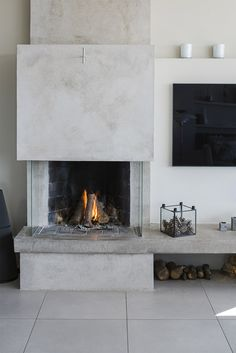 Modern Fireplace, Living Room With Fireplace, Fireplace Design, Home Living Room, 1960s House, Cozy House, Home Interior Design, Sweet Home, Room Decor