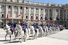 Detalle del cambio de guardia en el Palacio Real de Madrid