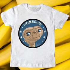 E.T. T-shirt by la barbuda  - Camiseta de E.T. de la barbuda #labarbuda #labarbudashop #et #design #diseño #phonehome #casatelefono #homesick #homeward #etphonehome #stevenspielberg #alien