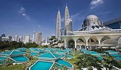 Top 10 best things to do in Kuala Lumpur - Petronas Towers