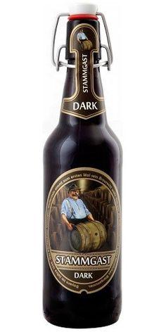 Cerveja Stammgast Dark, estilo Munich Dunkel, produzida por Fürst Wallerstein Brauhaus, Alemanha. 5% ABV de álcool.