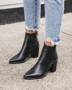 off second pair ends soon! Black Ankle Boots Outfit, Low Ankle Boots, Black Romper Outfit, Black Leather Boots, Heeled Boots, Shoe Boots, Black Chelsea Boots Outfit, Flat Boots Outfit, Foto E Video