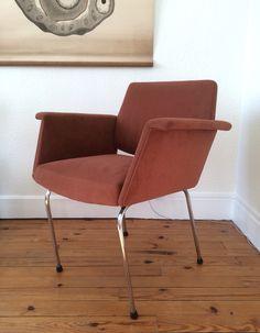 Fauteuil rétro des années 60 tissu marron/orange pied tubulaire métal chromé. Dans le goût de Joseph André Motte et Pierre Guariche