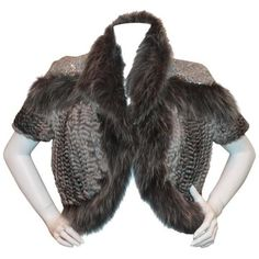 Pre-owned Hockley Grey Chinchilla and Fox Knitted Bolero w/ sequin... (€2.550) ❤ liked on Polyvore featuring outerwear, jackets, bolero jackets, grey bolero jacket, grey fur jacket, short sleeve jacket, gray jacket and fox fur jacket