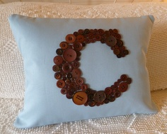 Robin's Egg Blue Pillow Monogrammed in Chocolate Brown Buttons -- by Letter Perfect Designs on Etsy Button Initial, Button Letters, Button Button, Craft Gifts, Diy Gifts, Blue Pillows, Throw Pillows, Monogram Pillows, Initial Pillow