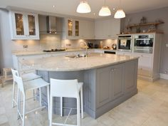 Light grey kitchen paint ideas blue gray wall paint color grey kitchen ideas with cabinets best Kitchen Inspirations, New Kitchen, Kitchen, Traditional Kitchen Design, White Shaker Kitchen, Kitchen Design, Trendy Kitchen, Light Grey Kitchens, Grey Painted Kitchen