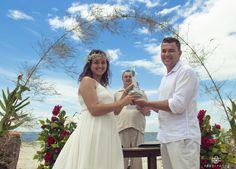 Fechando o Ano com um Casamento Incrível na Praia!  Felicidades aos Noivos    Celebração Emocionante e Impecável Da @JMTomacheski  Se seu casamento é na rua, no campo ou na Fazenda chame a @jmtomacheski