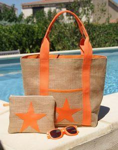 Idéal pour l'été, ce sac cabas en toile de jute est très pratique avec sa poche de devant décorée d'une étoile en simili cuir orange et sa pochette assortie (Les lunettes de - 18851211