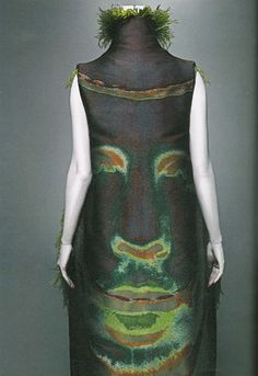 """""""Alexander-McQueen: Savage Beauty"""" at the Met 