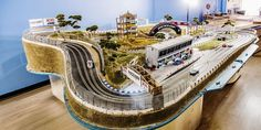 These Slot Car Tracks Are Functional Works of Art - Marine And Land Vehicles Slot Car Race Track, Slot Car Racing, Slot Car Tracks, Race Cars, Race Tracks, Carrera Slot Cars, Afx Slot Cars, Aston Martin Vanquish, Remote Control Cars
