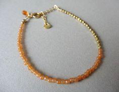 bracelet 上品に、素敵に、パッと明るいオレンジをさりげなく身につけられるブレスレットです約2mmの極小オレンジアベンチュリンには非常に細かいカットが施されているのでとっても綺麗に輝きます〇1点ものです!〇天然石オレンジアベンチュリン (ラウンドカット) 約2mm天然石カーネリアン(AAAランク/ドロップブリオレットカット)約6×3mmマットゴールドの花びらモチーフ 約5mmマットゴールドメタルビーズ 約2mm金具:ゴールドメッキ長さ 約16cm+アジャスター 約2.5cm